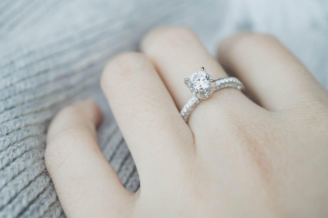 Cara Membersihkan Cincin Berlian yang Aman dan Benar