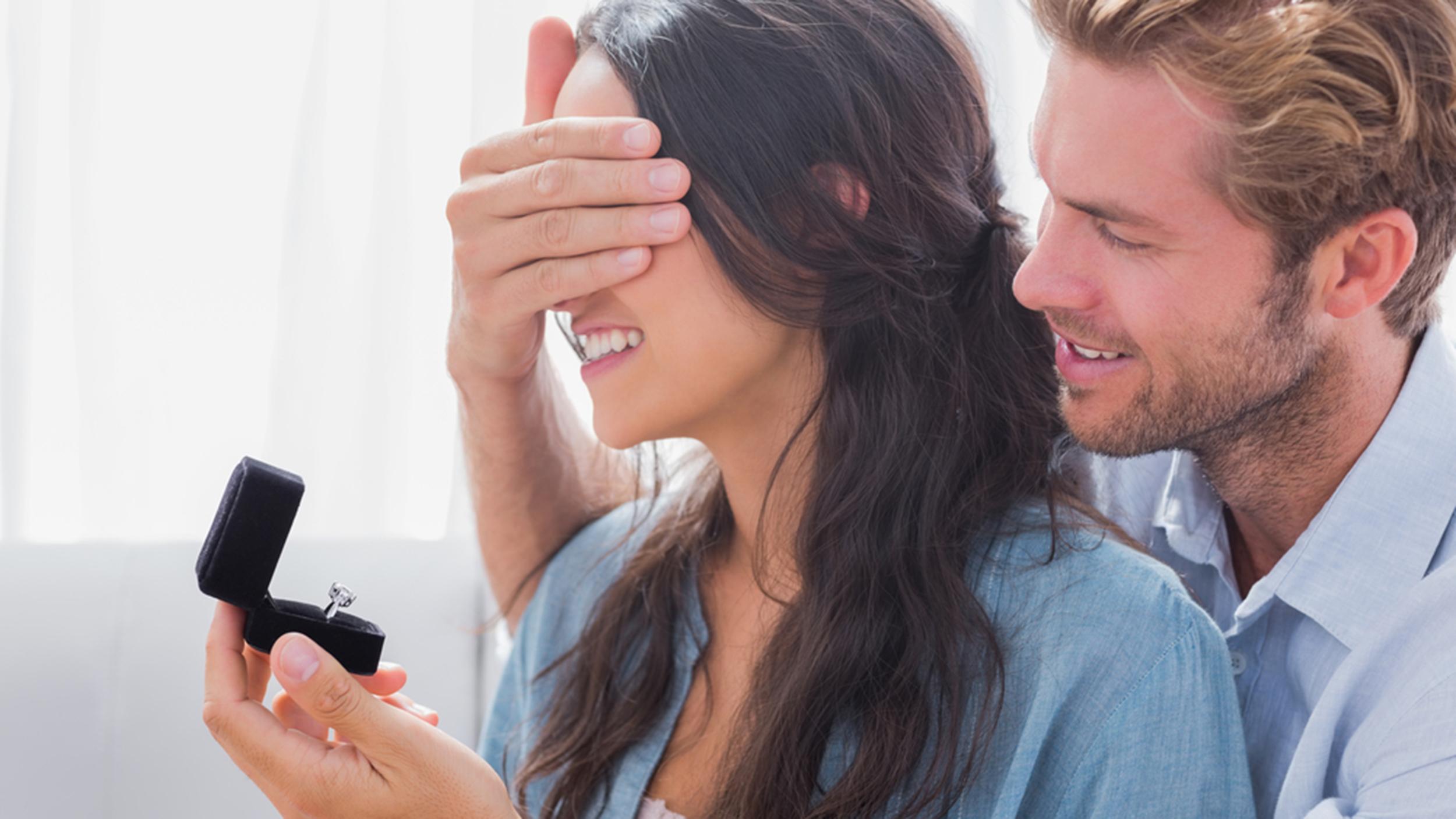 Ingin Tampil Romantis? Berikan Hadiah Perhiasan Pada Pasangan Anda Pada 5 Momen Berikut Ini