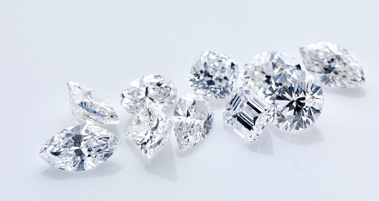 Jenis Kualitas Berlian di Liontin Inisial Berdasarkan Potongan yang Dimilikinya