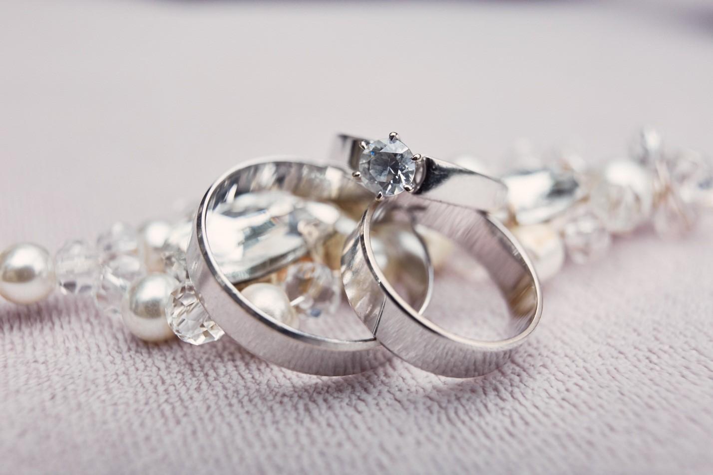 Kenapa Harus Memilih Cincin Kawin Berbahan Platinum?