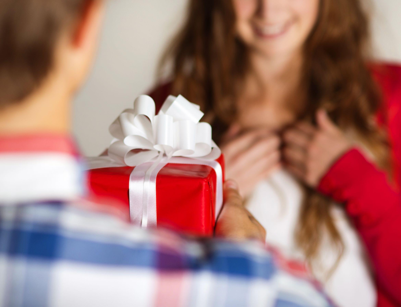 Liontin Inisial Untuk Hadiah Valentine yang Lebih Spesial