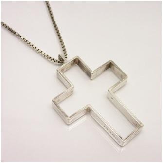 Makna Dibalik Penggunaan Kalung Salib
