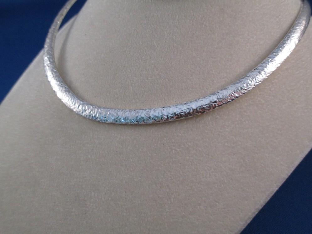 Menemukan Panjang Kalung Salib Emas untuk Wanita yang Tepat