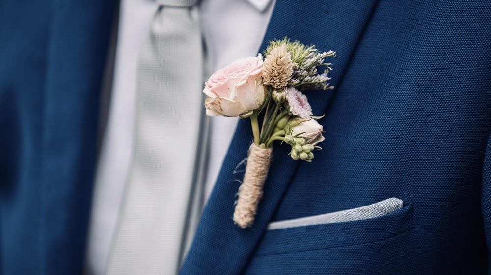 Mengenal Boutonniere Dalam Acara Pernikahan