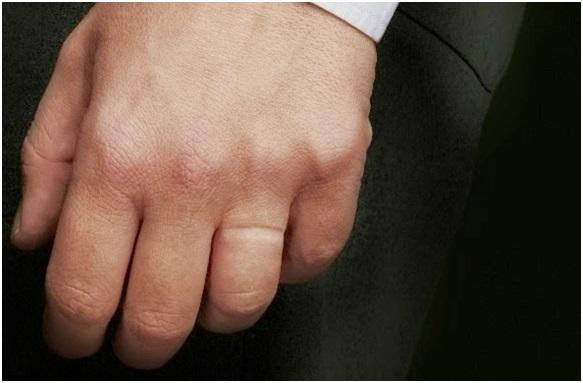 Pasangan Pria Anda Tak Menggunakan Cincin Nikah? Jangan Marah Dulu!